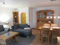 strandläuferweg.de / Wohnzimmer / Esstisch und Couch